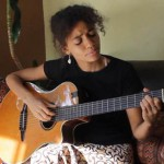 "Video: Nneka playing ""My Home' on G-Major"