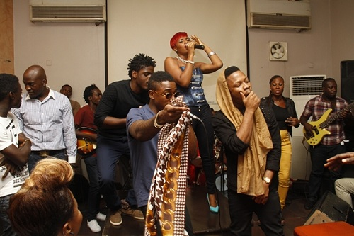 Yemi Alade and L.O.S performing 'Uche Face'