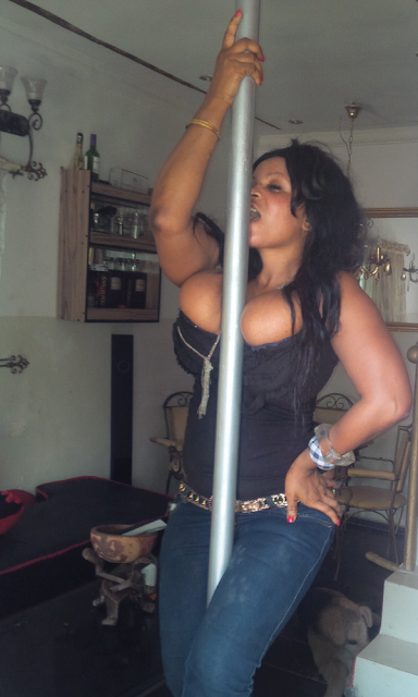 Pole dancing mud lick chick