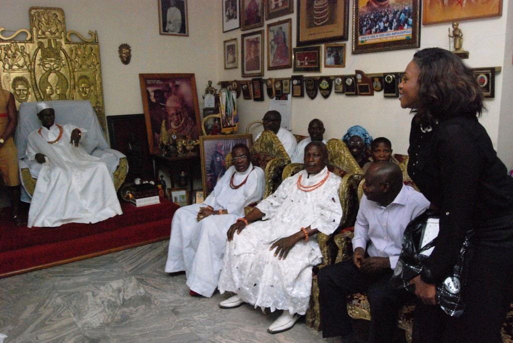 Waje thanks the Oba for his gifts