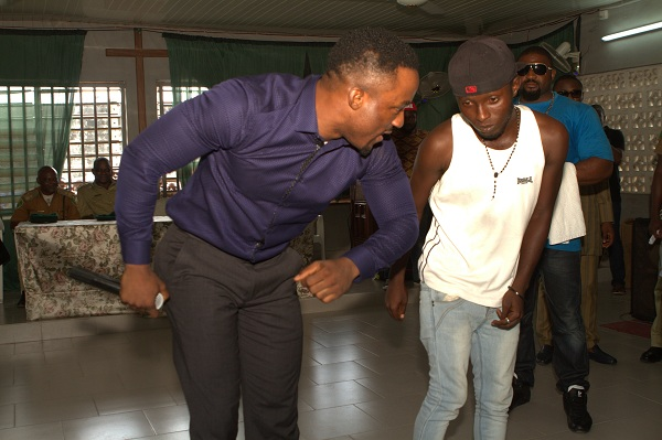 Iyanya dancing etighi with an intmate