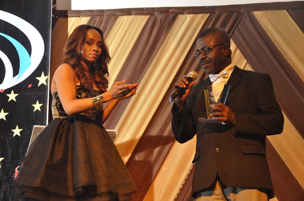 Toke Makinwa inducting Kunle Job into NBMA's Hall of Fame - Copy