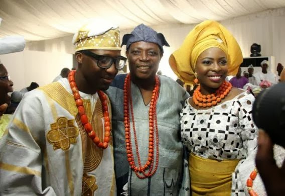 Couple flanked by former Oyo State governor, Rashidi Ladoja, who is the bride's father