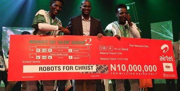 Segun-Ogunsanya-with-Robots-for-Christ-592x300