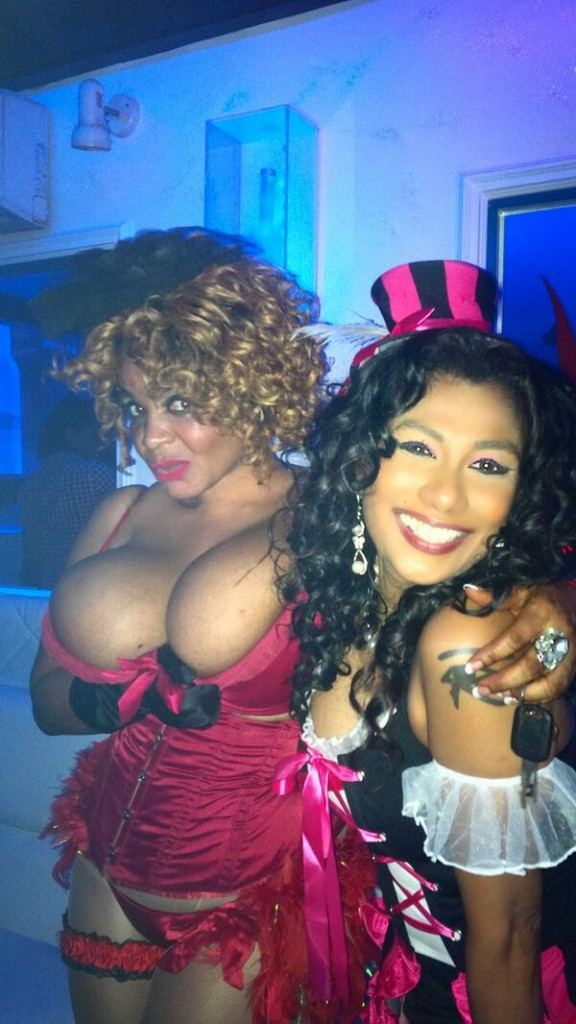 cossy-costume-party-4