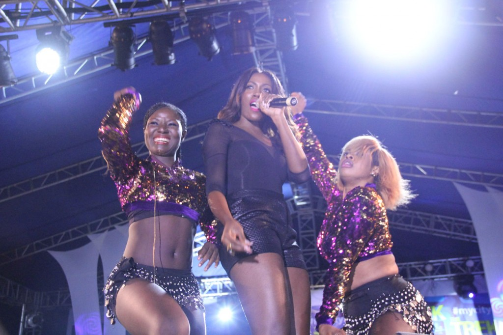 Tiwa Savage and dancers